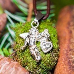Engel mit Herz in Hand (weißer Zirkon) aus Silber 925